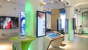 digital-signage-innovation-center-hamburg-03.jpg