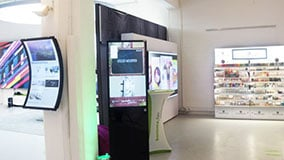 digital-signage-innovation-center-hamburg-08.jpg