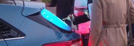 Hyundai i30 mit interaktiver MultiTouch Heckscheibe, ausgezeichnet mit EVA Award