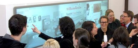 MultiTouch Wand, Wall fuer Beiersdorf im Eucerin Hautinstitut