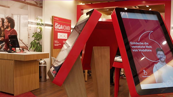 Vodafone tests interactive consulting experiences at POS with multitouch systems by eyefactive 2