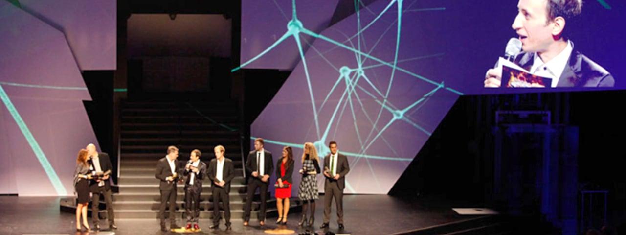 https://www.eyefactive.com/img/press-releases/pr_2013_11_eva_award/stage/pressemitteilung-eva-award-interaktive-multi-touch-heckscheibe-hyundai-i30.jpg