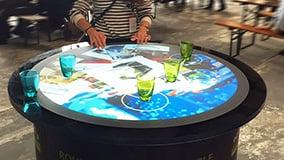 interaktiver-tisch-aurora-rundes-display.jpg