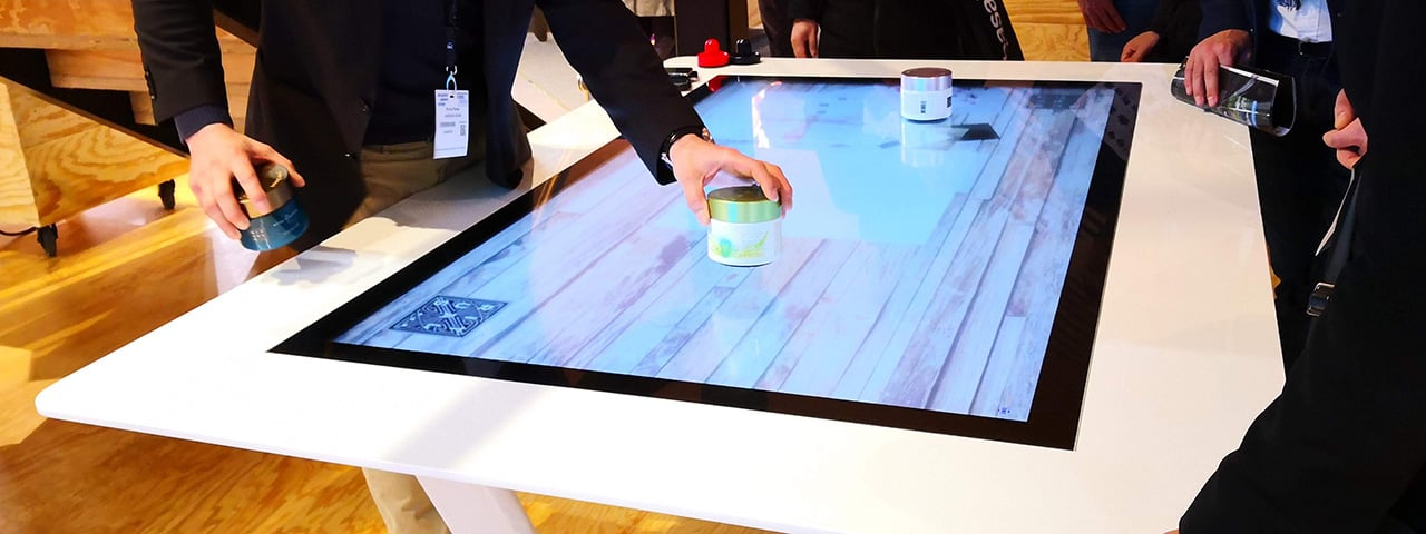 UHD Multitouch Table with Object Recognition 03
