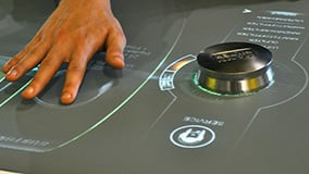 automechanica-2010-stereolize-mann-filter-multi-touch-screen-table-02.jpg