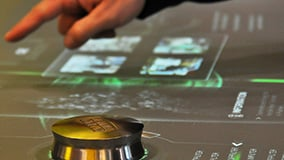 automechanica-2010-stereolize-mann-filter-multi-touch-screen-table-05.jpg