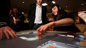 ddr-museum-berlin-interaktive-multitouch-applikation-software-app-eyefactive-02.jpg