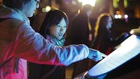 multi-touch-heckscheibe-pkw-hyundai-i30-eyefactive-01.jpg