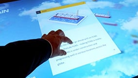 shell-multi-touch-screen-bar-messe-highlight-03.jpg