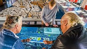 hafencity-hamburg-kesselhaus-interactive-signage-touchscreen-table-software-01-05.jpg