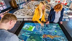 hafencity-hamburg-kesselhaus-interactive-signage-touchscreen-table-software-01-09.jpg