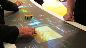 runder-multi-touch-screen-tisch-s-form-mann-filter.jpg